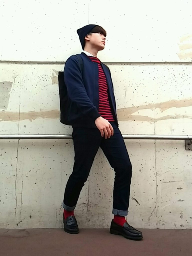 赤ボーダーTシャツ×赤ソックス