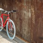 赤いクロスバイク