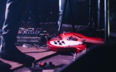 エレキギター赤
