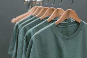 緑のシャツ