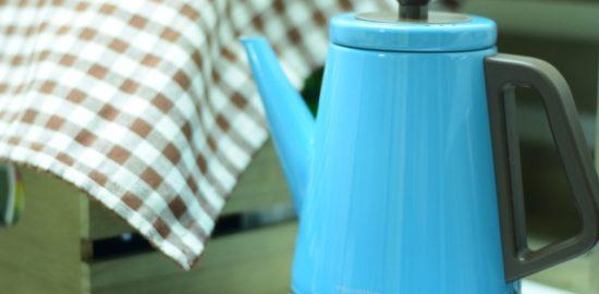 青い生活家電でリラックスできる自宅空間