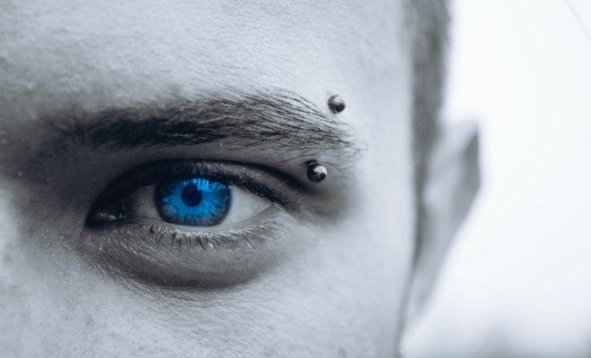青いカラコン