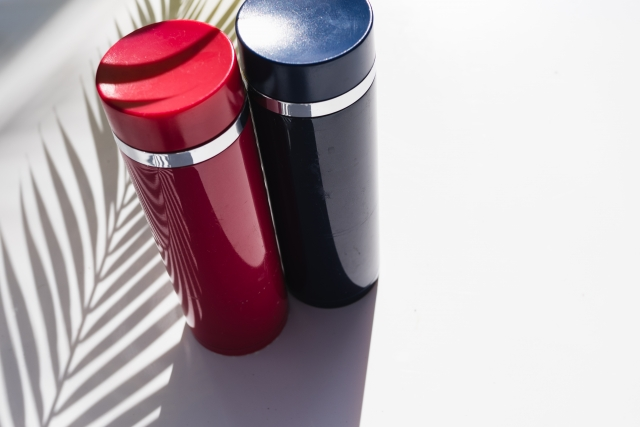 赤色の水筒で気分アップ