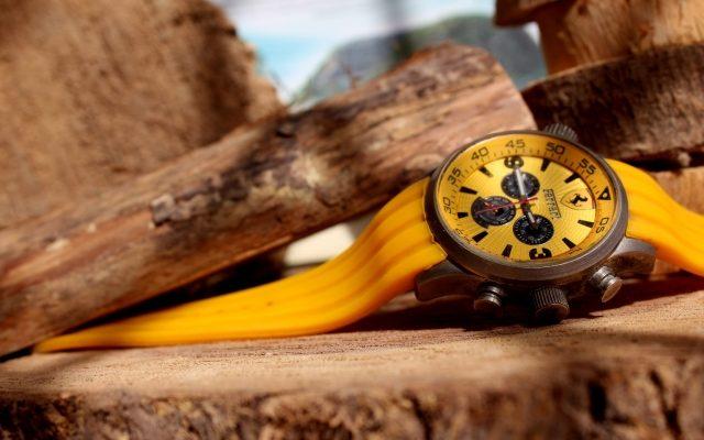 黄色の腕時計大特集